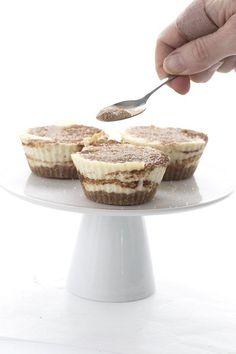 Easy individual keto cheesecakes that taste just like a cinnamon roll!