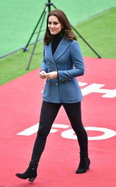 Kate looked sleek in black skinny jeans and a polo neck, which she teamed with a designer ...