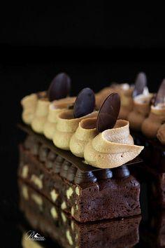 Brownie con crema de café, y ganache de chocolate