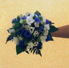 Kuvahaun tulos haulle sinivalkoinen kukkakimppu Floral Wreath, Wreaths, Home Decor, Floral Crown, Decoration Home, Door Wreaths, Room Decor, Deco Mesh Wreaths, Home Interior Design