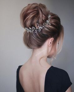 wedding hairstyle ideas + chick updo for brides, wedding hairstyle,hair down hairstyles, bridal hairstyles ,messy updo hairstyles,prom hairstyles #weddinghair #hairstyleideas