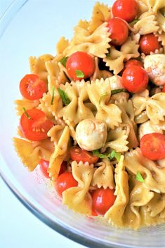 Caprese Pasta Salad - This is a nice twist on the classic Caprese salad. It makes a wonderful summer side dish! This pasta salad is healthy and it's so easy to make! Recipe from sumofyum.com #pasta #salad #sidedish #vegetarian #summer #recipes