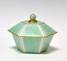 Jar/box by Nora Gulbrandsen for Porsgrund Porselen. Pottery Handbuilding, Ceramic Boxes, Ceramic Design, Nordic Design, Modern Classic, Scandinavian, Museum, Jar, Ceramics