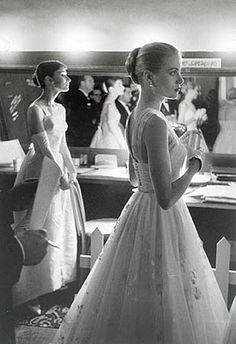 Allan Grant Audrey Hepburn and Grace Kelly. Audrey Hepburn and Grace Kelly Backstage at the Annual Academy Awards, This is an unsigned posthumous print created by the LIFE magazine labs. A classic photograph of two beautiful actresses. Glamour Hollywoodien, Old Hollywood Glamour, Classic Hollywood, Vintage Glamour, Hollywood Icons, Vintage Vogue, Hollywood Life, Vintage Beauty, Glamour Cake