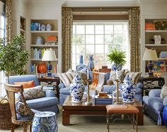 Living room decor ideas - Chinoiserie Chic: blue and white Chinese porcelain