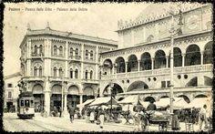 PADOVA Piazza delle Erbe con tram