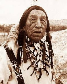 1877 Lakota warrior Crazy Horse was bayoneted in the back and killed. He was a Native American war leader of the Oglala Lakota and took up arms against the U.S. Federal government https://www.facebook.com/NativeAmericanCherokee/photos/a.200483260285029.1073741828.200390336960988/335389210127766/?type=3&theater