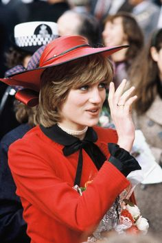 October Princess Diana in Rhyl, Wales. Diana wearing a red jacket with a black collar, black skirt and red hat. Princess Diana Family, Princes Diana, Royal Princess, Princess Of Wales, Lady Diana Spencer, Princesa Kate, Diana Fashion, Diane, Queen Of Hearts