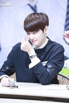 [10.10.2015] Astro Fansign - EunWoo