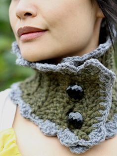 Chunky Olive Green Cowl with Grey Scallops