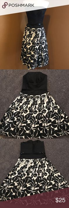 🆕 White House Black Market Dress GORGEOUS WHITE HOUSE BLACK MARKET BLACK & WHITE FLORAL STRAPLESS TUBE TOP DRESS WITH BELT MATERIAL is 100% COTTON; FULLY LINED  MEASUREMENTS LENGTH 31 INCHES PIT TO PIT 15 INCHES MAX BUST 30 INCHES White House Black Market Dresses