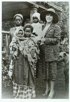 Karen Blixen with somalis                                                       …