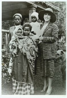 Karen Blixen with somalis
