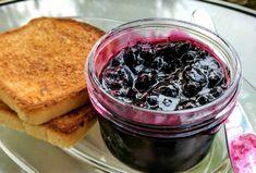 A Saskatoon Musician's Easy Saskatoon Berry Jam Recipe - Food: Veggie tables Jelly Recipes, Jam Recipes, Canning Recipes, Sweet Recipes, Snack Recipes, Dessert Recipes, Recipies, Canning 101, Drink Recipes