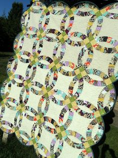 SewCraftyJess: Completed Quilt: Double Wedding Ring.  Free Pattern link in blog