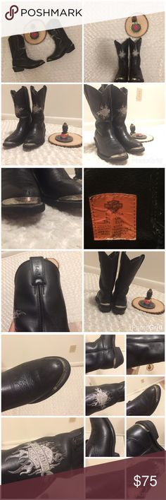 """Harley Davidson's Men's Motorcycle Cowboy Boots These are a """"Amarillo,"""" pull-on style leather boot. They have the Harley Davidson logo shield embroidered on the front. They have a western design and have chrome metal plates on the toe and heel. These boots have been truly loved. They have also been recently polished. There is some wear and scuffs (please see photos for details), but these unique boots have tuns of life left!! Harley-Davidson Shoes Cowboy & Western Boots"""