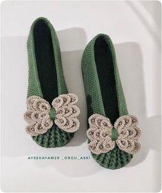 Crochet Shoes, Crochet Slippers, Crochet Baby, Knit Crochet, Huarache, Diamond Shoes, Estilo Hippie, Crochet Barbie Clothes, Foot Socks