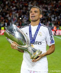 Celebración Supercopa de Europa #RealMadrid #football #Pepe