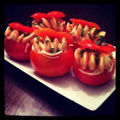 Tomates rellenos de cangrejo y lenguas chilenas con mayonesa casera.