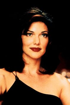 Laura Harring as Camilla Rhodes in Mulholland Drive (2001) Directed by David Lynch Sailor Et Lula, Mullholland Drive, Elephant Man, David Lynch Movies, Tv Movie, 90s Movies, Jennifer Esposito, Melissa George, Brunettes