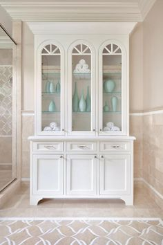 Whether your bank account is burgeoning or you're styling on a shoestring, you'll find the perfect makeover inspiration in these beautiful baths.