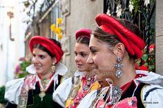 Ansó volvió a lucir sus mejores galas en el día de la exaltación del traje ansotano Aragon, Traditional Dresses, Regional, Folk, Costumes, Hair Styles, Beauty, Folklore, Fascinators