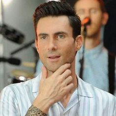 Adam Levine Hairstyle You Can't Help But Appreciate Adam Levine's Good Looks  Adam Levine