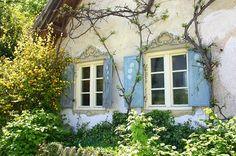 love the window adornment via http://5thandstate.blogspot.com/