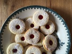 Coquins de Spitzbübli - BOLERO Doughnut, Magazine, Desserts, Food, Rogues, Recipes, Tailgate Desserts, Deserts, Essen