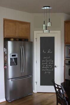 Maybe a good idea for my pantry door! Chalkboard door looks so cute! Kitchen Pantry Doors, Diy Kitchen, Kitchen Dining, Kitchen Decor, Kitchen Storage, Kitchen Cabinets, Space Kitchen, Storage Room, Dining Rooms