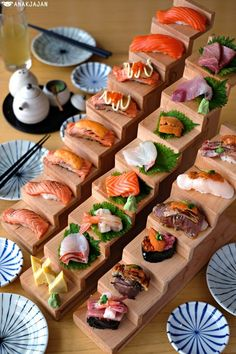 Great news for sushi maniacs! Famous for their great tasting sushi and also unique presentation with mini wooden stairs, Sushi Hiro from PIK has officially opened a new outlet in Kelapa Gading are… Sushi Love, Sushi Set, Sushi Hiro, Japanese Food Sushi, Sashimi Sushi, Sushi Recipes, Sushi Restaurants, Burger, High Tea