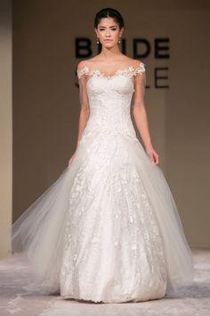 -bordeaux-wedding-dress_740x980_001001693.jpg 640×960 pixels