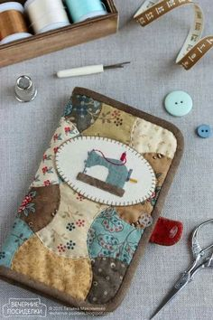 Organizer for machine needles / Sewing machine needle case - Evening gatherings Easy Sewing Projects, Quilting Projects, Sewing Hacks, Sewing Crafts, Needle Case, Needle Book, Broderie Primitive, Sewing Caddy, Sewing Kits