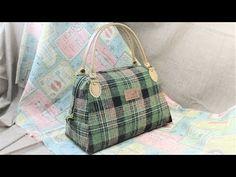 手提げバッグ 作り方 裏地付き ボストンバッグ 風 簡単型紙作り方 - YouTube Pouch Pattern, Handbag Patterns, Diy Purse, Handmade Purses, Creation Couture, Denim Bag, Quilted Bag, Louis Vuitton Speedy Bag, Bag Making