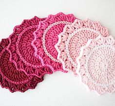 50+ Ombre Crochet crafts to make #Crochet Ombre Coasters by WInk, found at Craft Tuts+, @savedbyloves