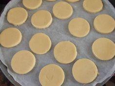 Foto del paso 4 de la receta Alfajores de maicena argentinos Griddle Pan, Sweet Treats, Pudding, Breakfast, Desserts, Recipes, Food, Pie Recipes, Juices