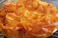 Tourtière Landaise aux Pommes / French pie dish with apples / region : Aquitaine Desserts Menu, Cookie Desserts, Delicious Desserts, Desserts Fruits, Sweet Recipes, Snack Recipes, Dessert Recipes, Strudel, Baklava Cheesecake