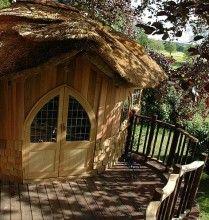 Adorable Hut - Amazing Treehouse