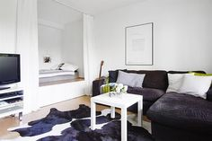 Small areas of the day: a podium bed in a studio apartment