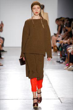 Guarda la sfilata di moda A Détacher a New York e scopri la collezione di  abiti f14f860756e