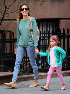 Sarah Jessica Parker walks with her daguthers to school