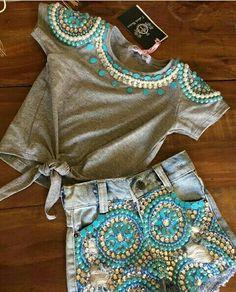 Vogue Fashion, Fashion Pants, Diy Fashion, Fashion Dresses, Sweatshirt Refashion, T Shirt Diy, Diy Tops, Embellished Jeans, Indian Designer Outfits