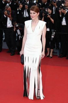 Cannes 2016 - Julianne Moore in Louis Vuitton - Day 2 (montée des marches Money Monster)