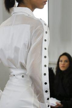 Antonio Berardi Fall 2018 Ready-to-Wear Fashion Show White Fashion, Urban Fashion, Girl Fashion, Fashion Show, Fashion Looks, Fashion Trends, Stylish Dresses, Fashion Dresses, Fashion Clothes