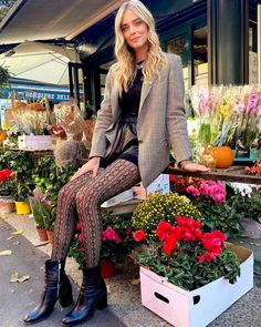 "@chiaraferragni hat etwas auf seinem/ihrem Instagram-Profil gepostet: ""Look of the day and it's finally Autumn 🍁 letting this @calzedonia tights steal the show…"" Autumn Winter Fashion, Fall Winter, Nicole Warne, Tights, Jumpsuit, Punk, Street Style, Outfits, Dress Up"