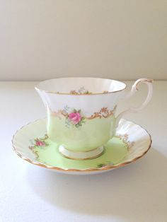 English Bone China Royal Albert Teacup & Saucer