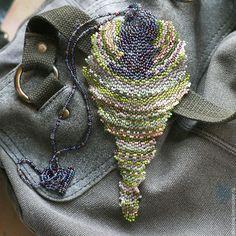 Кулоны, подвески ручной работы. Ярмарка Мастеров - ручная работа. Купить Бисерный кулон в виде стилизованной перевернутой капли. Handmade.