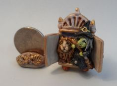 OOAK lion witch and wardrobe miniature Cottage Kitty