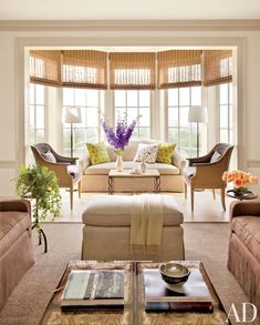 An elegant beach living room with natural sand and brown-coloured fabrics.