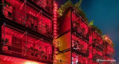 Reina roja inconfundible por la iluminación completa del edificio esta en rojo decoración original llena de maniquís tuberías fotografías y otros afiches. Pero la mejor parte es su roof garden con una espectacular vista de Playa del Carmen una piscina y la música del DJ en turno. #DondeQuieresEstar #MexicoHoteles http://ift.tt/1m3yoTN